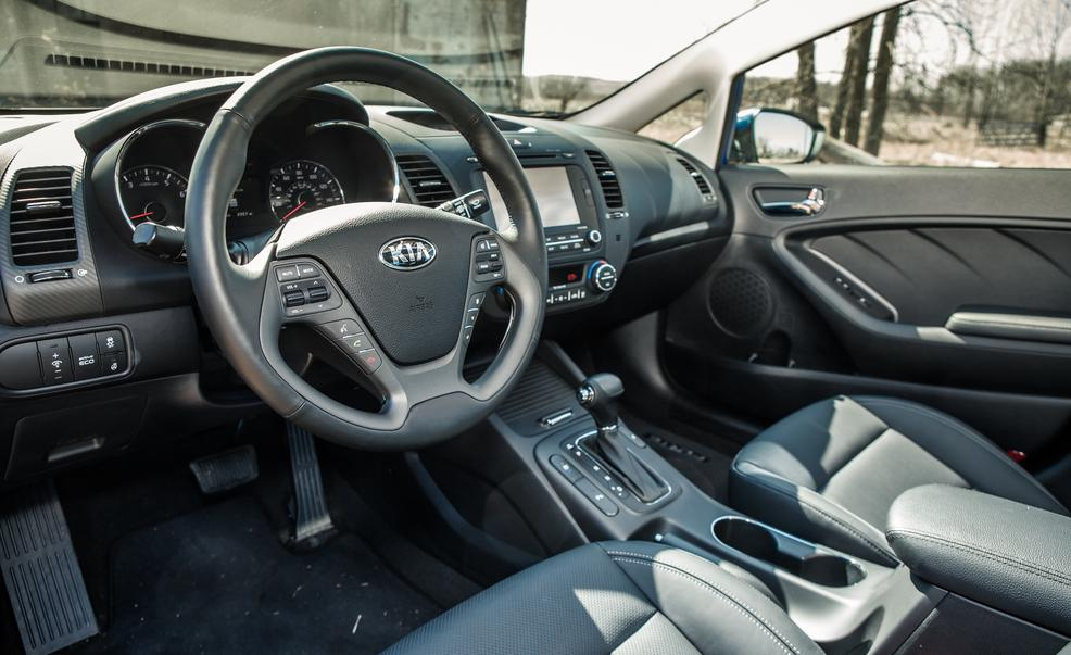 2014-kia-forte-ex-gdi-sedan-interior-photo-508318-s-986x603.jpg