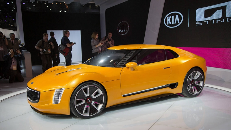 kia_stinger_vs_nissan_vmotion-1.jpe