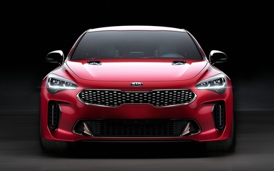 kia_stinger_vs_nissan_vmotion-22.jpe